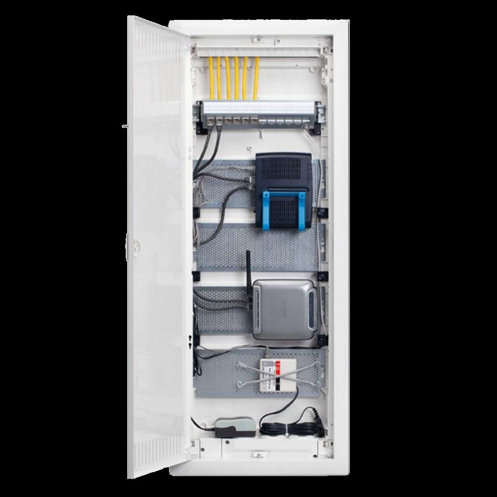 Щит Volta встраиваемый сплошных стен, мультимедийный в корп. 5-ти рядного для с дверцей, с монт. панелями, тройной розеткой Schuko, патч-панелью, IP30, RAL9010